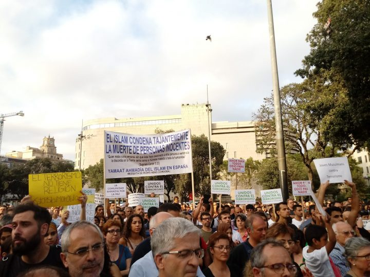 In Barcelona, Muslims demonstrate in their thousands against terrorism