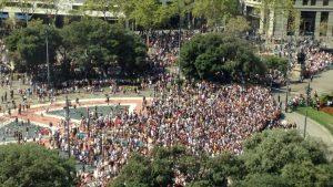 Barcelona, 130.000 pessoas se concentram para denunciar a violência