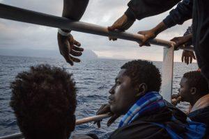 """Italia a África: """"Cierren el caño"""" de las salidas"""