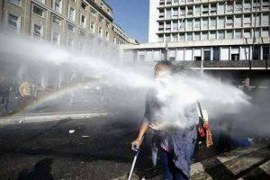 La acción agresiva de la policía en la Plaza de la Independencia nos pone en peligro