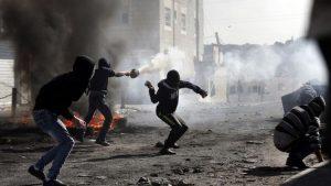 Palestina, il gatto e il topo e i bambini in trappola