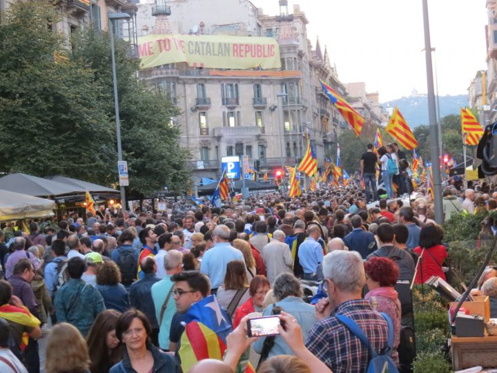 Catalogna, seggi nel mirino di Madrid per bloccare il referendum