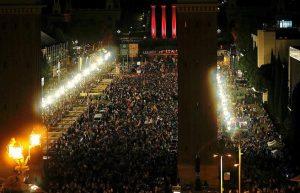 Una multitud despide en Barcelona la campaña y se prepara para votar este domingo