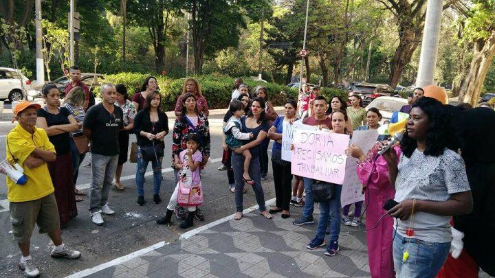 Mulheres imigrantes contra o encerramento do horário integral nas escolas municipais