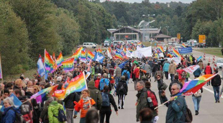 Menschenkette gegen Drohnenkrieg