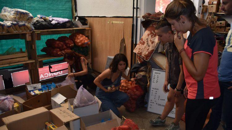 Preparando la distribucion de comida