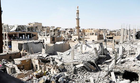 Bombardamenti USA a Raqqa. I civili che non contano