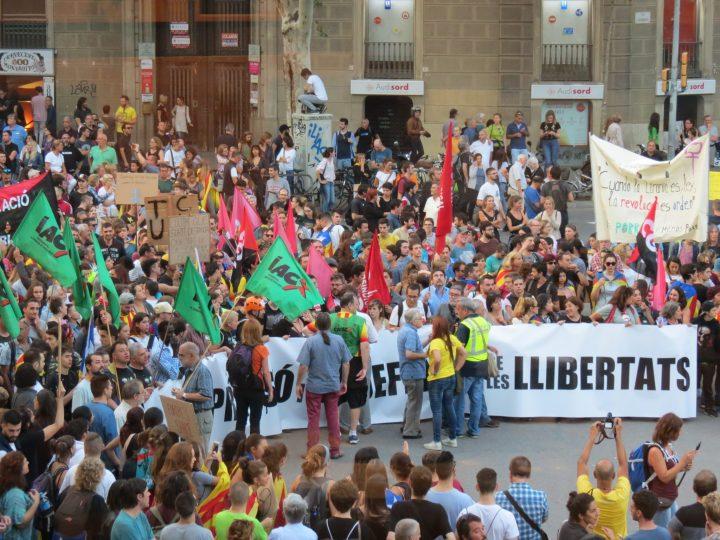 Dia de paro y manifestaciones multitudinarias en Cataluña