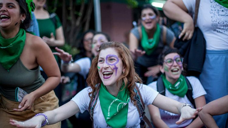marcha-chicas-alegres Lucía Prieto-Luciana Leiras lavaca