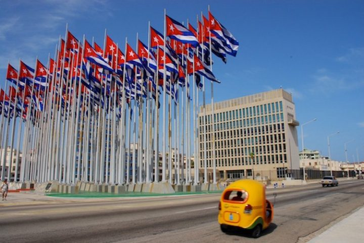 A Cuba, Donald Trump franchit le mur du (ç)on