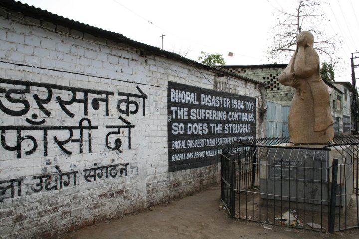 In India veglie e voci per la giustizia nella notte di Bhopal