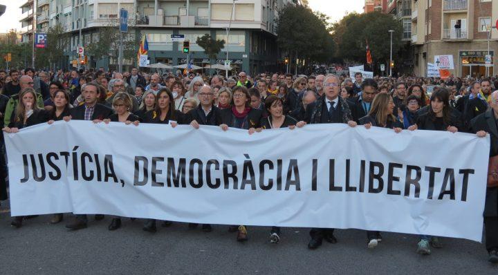 Multitudinària manifestació a Barcelona per la llibertat dels presos polítics