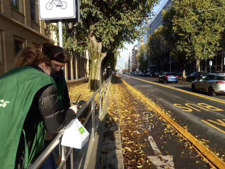 """Smog, Greenpeace monitora aria vicino scuole di Milano: """"I bambini tra i fumi dei diesel, valori sempre oltre i limiti"""""""