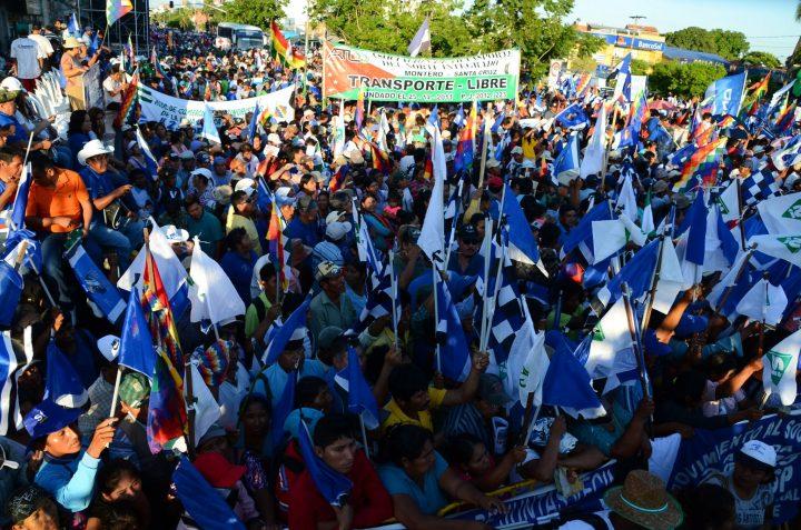 Masiva marcha por la repostulación de Evo Morales