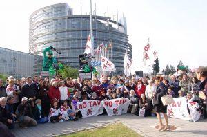 Sospendere i fondi UE per la nuova linea ferroviaria ad alta velocità Torino-Lione