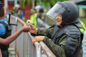 """""""Dictador, te metiste con la generación equivocada"""". Leonel Ayala en Regional y Popular sobre el fraude y la irrupción de los jóvenes contra la dictadura en Honduras."""