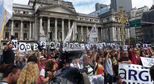"""Non sparate sulla stampa! """"Camarazo"""" dei fotoreporter a Buenos Aires"""
