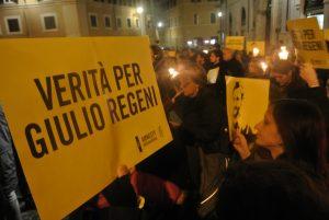 Roma, fiaccolata a Montecitorio per chiedere verità per Giulio Regeni