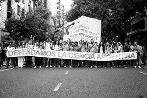 Científicos y universitarios argentinos se nuclean contra el neoliberalismo