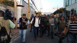 Militares de Honduras reprimen brutalmente a la prensa