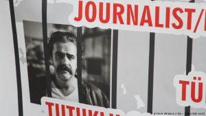 """""""Keine schmutzigen Deals"""" – Deniz Yücel und die deutsch-türkischen Beziehungen"""