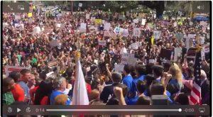 #NeverAgain: gli studenti di Parkland portano migliaia di persone a manifestare per richiedere una legislazione sul controllo delle armi da fuoco