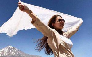 Ιράν: οι γυναίκες, οι μαντίλες και οι Λευκές Τετάρτες