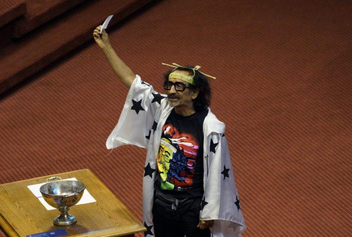 Con antenitas: Así asumió Florcita Motuda en la Cámara de Diputados