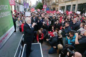 Jeremy Corbyn e altre voci ragionevoli sull'incidente al gas nervino