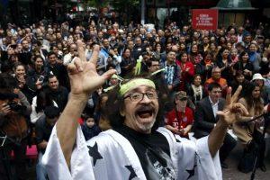 """Regierungswechsel in Chile: """"Florcita Motuda"""" humanistischer Abgeordneter von Frente Amplio macht den Unterschied"""