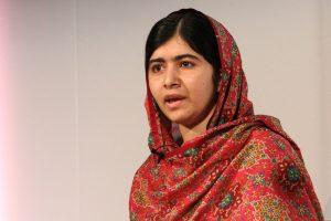 Dopo sei anni torna a casa Malala, la nemica dei talebani