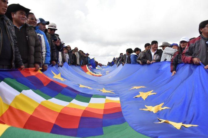 Banderazo en Bolivia por el derecho a la salida al mar