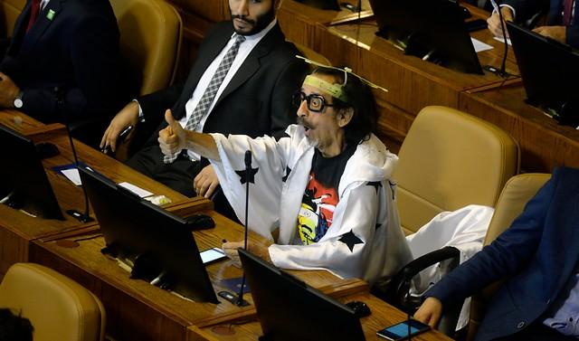 Cile: Florcita Motuda, il deputato con le antenne