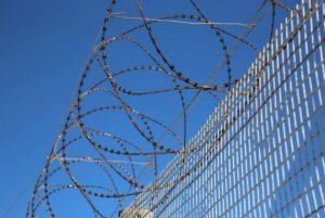 Σπουδαστές κρατούμενοι φυλακών Κορυδαλλού: παράνομη απαγόρευση συνέχισης σπουδών