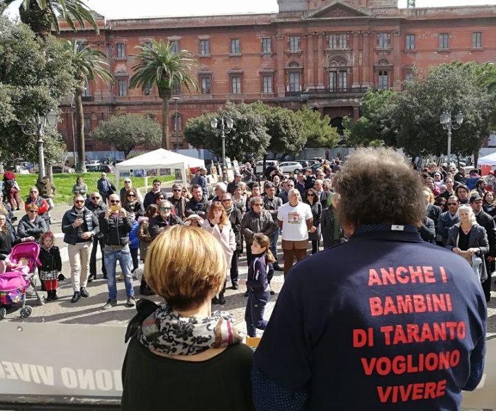 """""""Chiudiamola qua"""" la manifestazione dei genitori di Taranto per chiudere l'Ilva"""