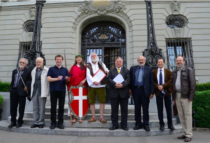 Svizzera: i promotori del referendum per la Moneta Intera presentano ricorso