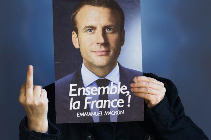 Franceses abuchean a Macron mientras crece movilización social