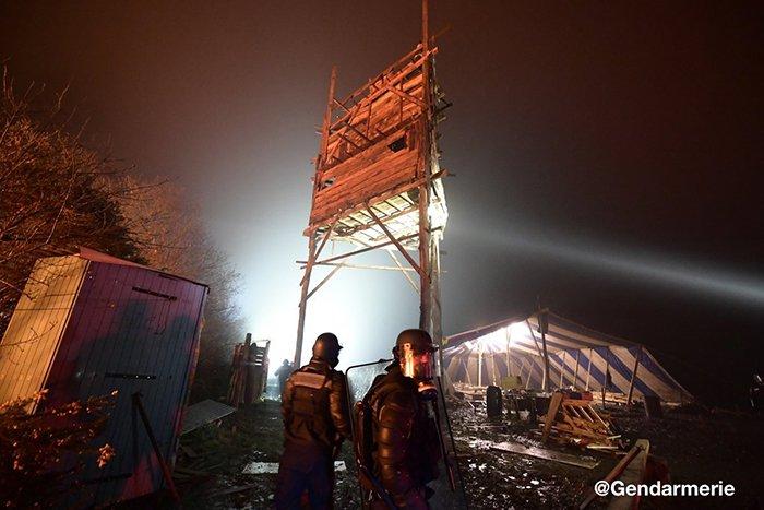 Francia: gases lacrimógenos y vehículos blindados contra activistas ecologistas