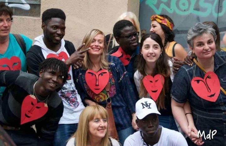 Vía Padova, Milán, la cadena humana contra el racismo