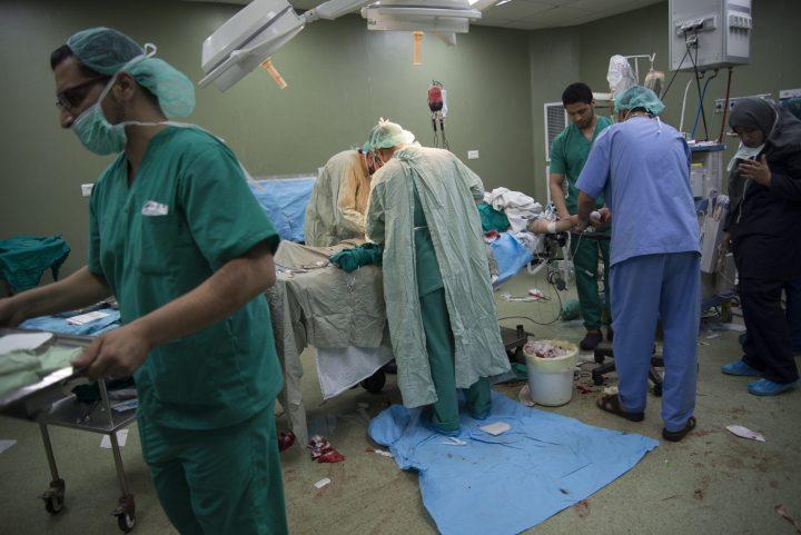 Gaza: le équipe chirurgiche di MSF curano i feriti in 3 ospedali