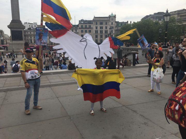 Κολομβιανοί στο Λονδίνο σε μια εκστρατεία για την εξανθρωπισμένη Κολομβία του Πετρό