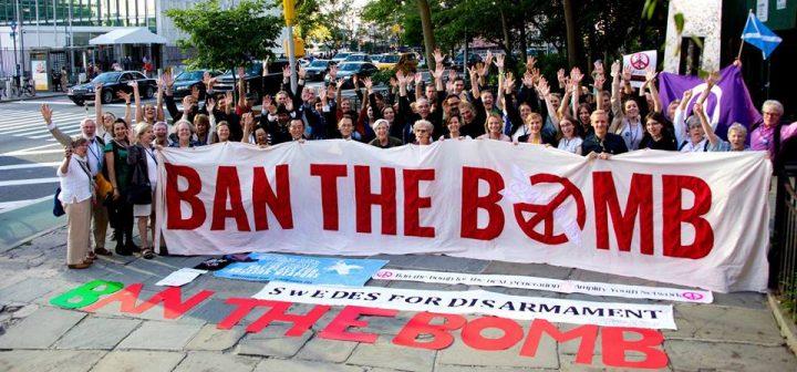 Faenza consegna a ICAN, Premio Nobel per la Pace, le cartoline per vietare le armi nucleari