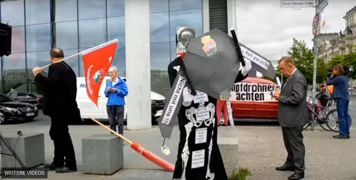 Protest gegen die Anschaffung von Drohnen für die Bundeswehr