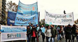 Periodistas despedidos de la Agencia Estatal de Noticias argentina