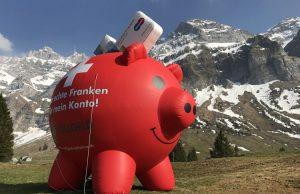 Οι Ελβετοί θέλουν να «κόψουν τον αέρα» των τραπεζιτών