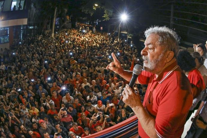 Após prisão de Lula, STF proíbe condução coercitiva
