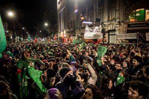 Loi sur l'interruption volontaire de grossesse : des millions d'Argentines et de Latino-Américaines espèrent que ce sera une loi