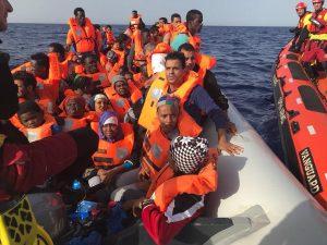 Open Arms contro l'Italia: avete fatto morire cento persone in mare