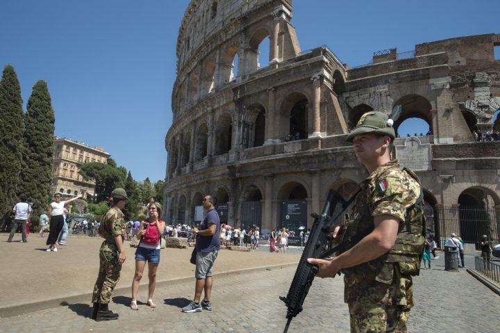 ¿La fanfarronería de una Italia insegura sirve (únicamente) para vender más armas?