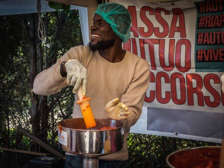 SfruttaZero, el proyecto de salsa de tomate que promueve la concienciación, la solidaridad y la esperanza